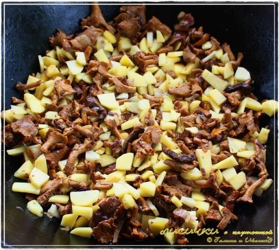 Лисички в казане с картошкой на коровьем топленом масле